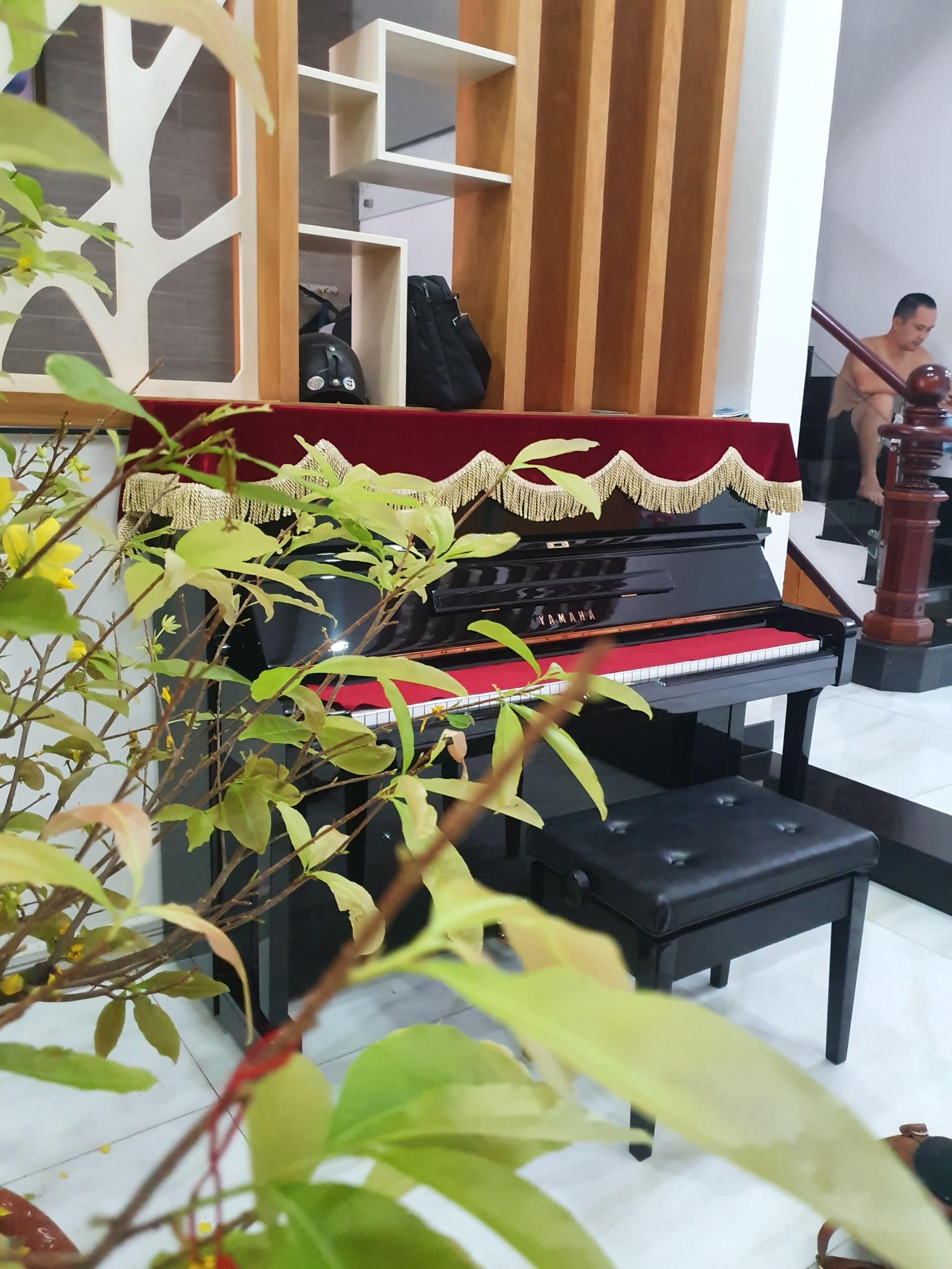 Yamaha U1H - Nhà Khách - 02