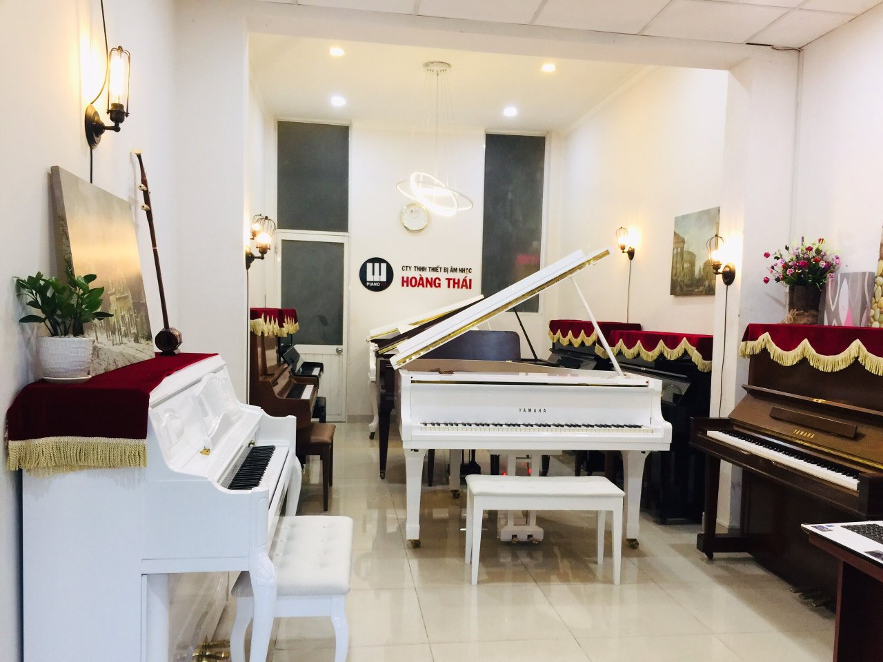 showroom piano ht