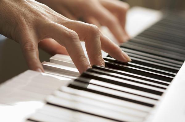 mua dan piano co cho nguoi moi hoc phim dan piano