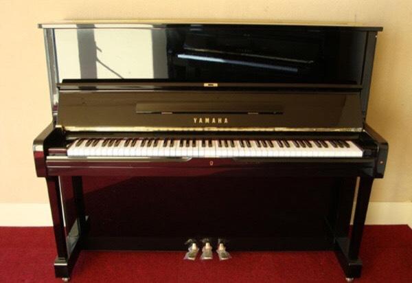 Đàn Piano Yamaha UM1