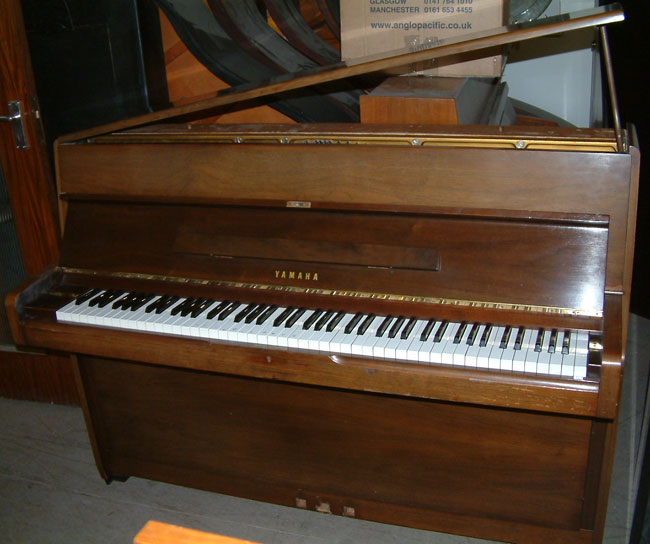Piano Yamaha M1